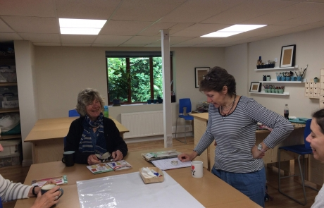 Gill Collinson teaching at Cambridge Art Makers